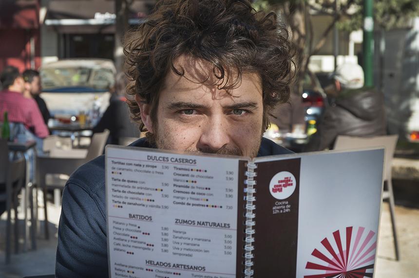 Disfruta del ingenio de Nacho Clemente en la tertulia del café