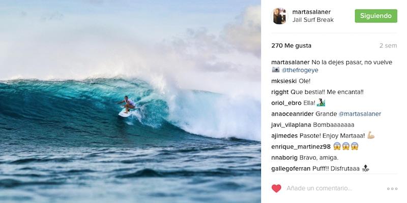Marta-Salañer-haciendo-surf-tertulia-de-LLebeig-Cafe