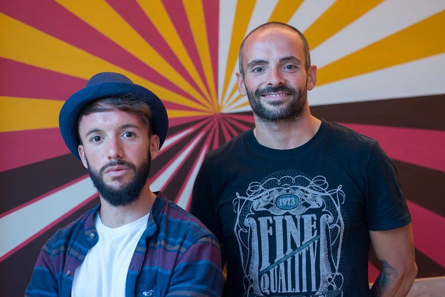 Apuesta a ganar con una pareja de ases: David y Alberto en el café