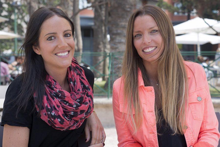 Sonríe con Laura y María, las inseparables cuñis de risas en el café