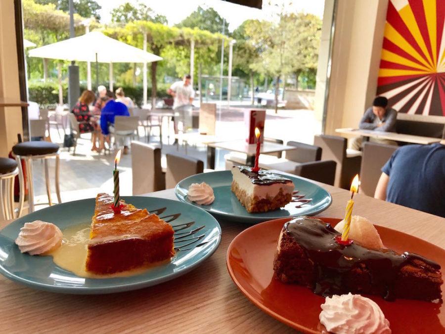 Saborea la tarta del 21º aniversario de Llebeig Café
